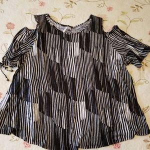 Black and white cold shoulder short sleeve top